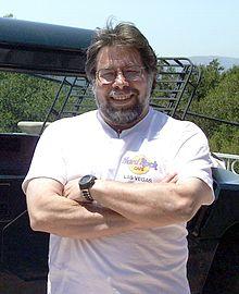 Steve Wozniak 2010 оны байдлаар тод 5-н цагаан малгайт хакерын нэг болж байв